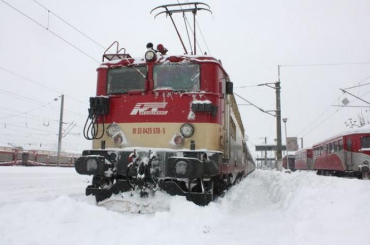 România, îngropată în zăpadă. Cum se desfăşoară circulaţia trenurilor în ţară