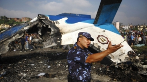 Un avion cu 11 pasageri la bord s-a prăbuşit în Nepal