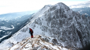 Turist dispărut în Piatra Craiului. Salvamontiştii şi jandarmii montani din Argeş şi Braşov îl caută