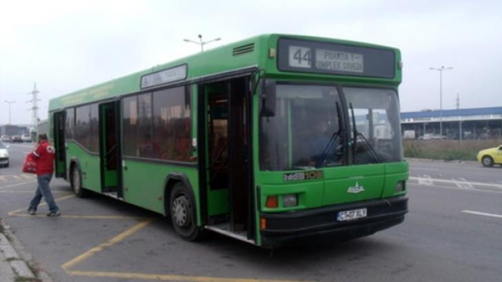 Uluitor! O constănţeancă a căzut din autobuz, după ce şoferul a uitat să închidă uşile