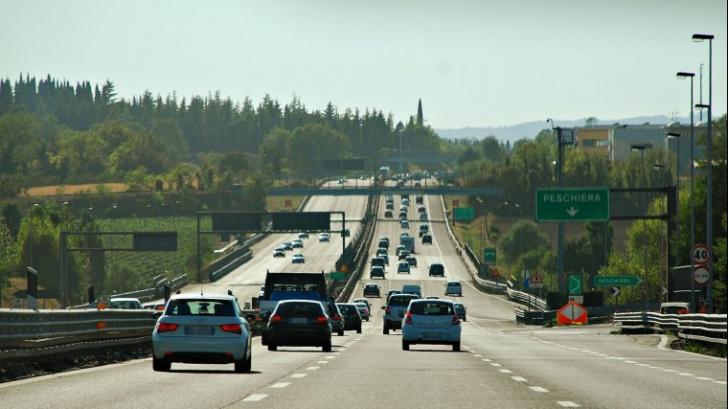 Șofer prins pe autostradă cu o viteză amețitoare. Era mai mare decât cea a unui avion la decolare