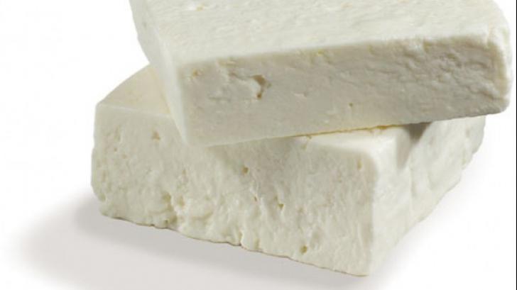 Infecţia de care suferă copilul român internat în Florenţa a fost provocată de brânză