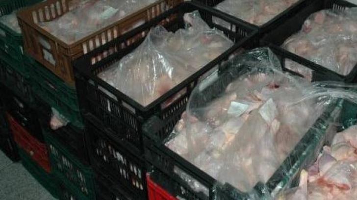 Carne veche de 4 ani, scoasă la vânzare într-o carmangerie