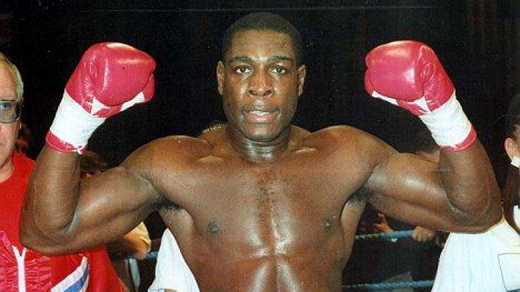 Şi-a anunţat revenirea în box, la 20 de ani de la înfrângerea cu Tyson