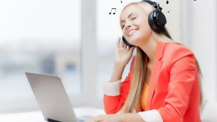 De ce NU e bine să asculţi muzică la birou