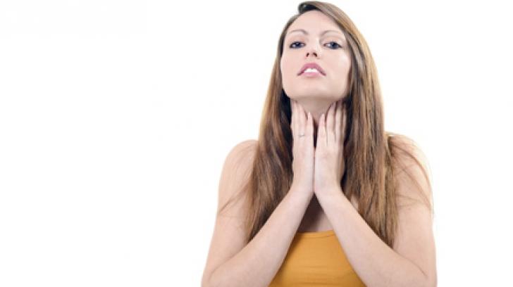 Cum recunoşti simptomele infecţiei în gât. Descoperă tratamentele-minune