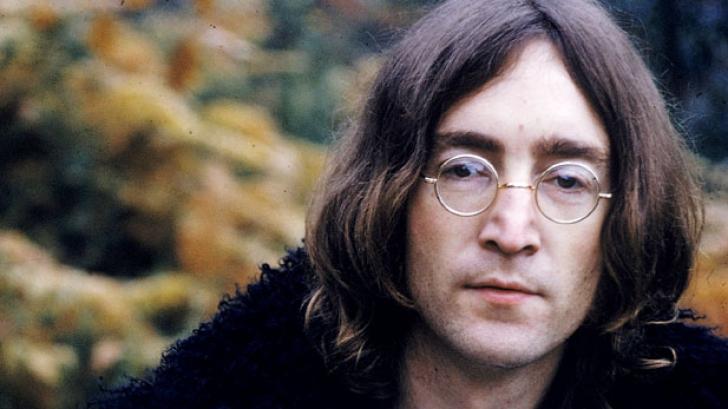O șuviță din părul lui John Lennon, vândută la licitație cu 35.000 de dolari