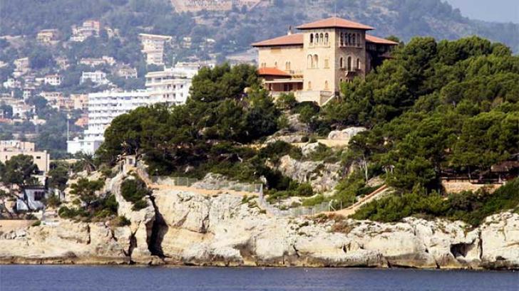 Un român beat, arestat în curtea Palatului Regal din Mallorca. Ce a făcut bărbatul