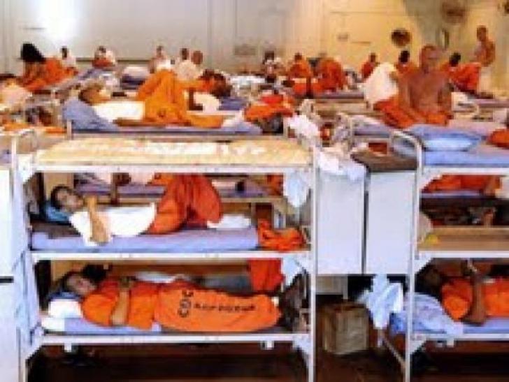 Iadul din închisoarea în care a stat Mandela. Deținuții petrec o viață aici pentru că nu au 5 dolari