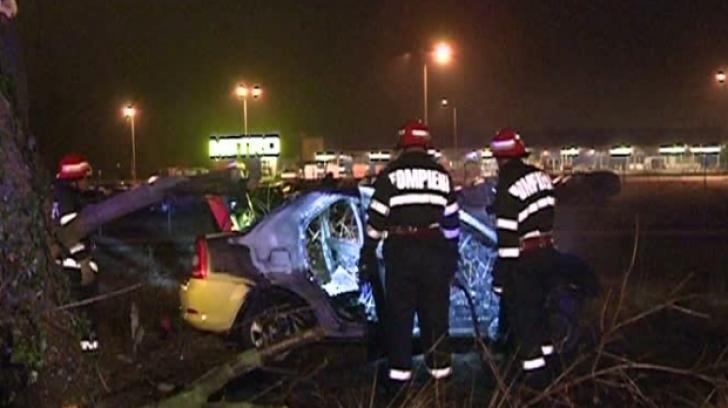 Accident pe DN1: un taxi a luat foc, după ce șoferul a intrat într-un copac