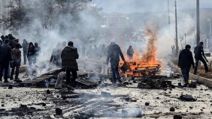 """Franța cere """"încetarea imediată a bombardamentelor"""" Turciei în zonele kurde"""