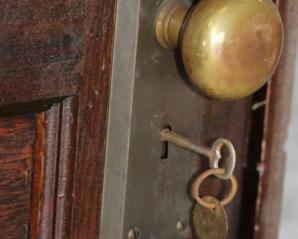 Acest apartament a fost abandonat. După 70 de ani, au deschis uşa şi au găsit ceva cutremurător!