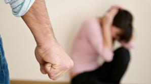 Bătută în ultimul hal de tatăl ei pentru că avea absenţe. Profesorii s-au îngrozit când au văzut-o