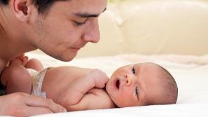 Senat: Taţii care au absolvit cursul de puericultură au 15 zile de concediu paternal în plus