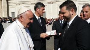 Ministrul Dan Stoenescu a mulțumit Papei pentru sprijinul acordat românilor