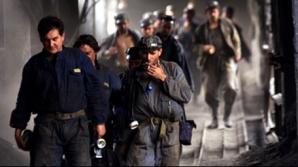 Protest. 118 mineri din Crucea, blocaţi de 18 ore în subteran. 83 sunt în greva foamei