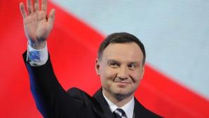 Preşedintele Poloniei, implicat într-un accident rutier. Maşina prezidenţială a ajuns într-un şanţ