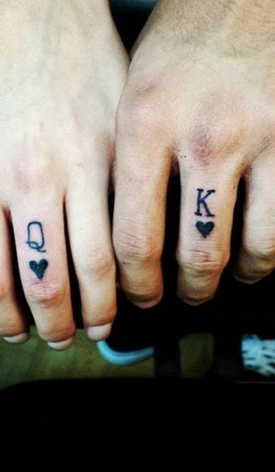 O nouă modă face furori - Verighetele tatuate!
