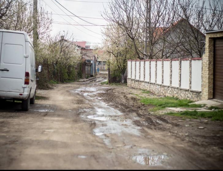 O stradă din Constanța i-a răpit copilăria. Strada a rămas la fel...