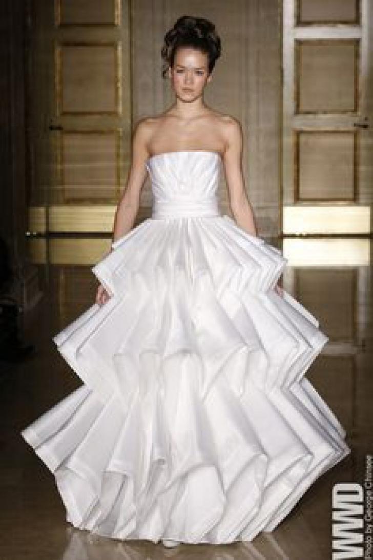 Acestea sunt cele mai HIDOASE rochii de mireasă! Femeile s-au făcut de RUŞINE. Invitaţii, amuzaţi
