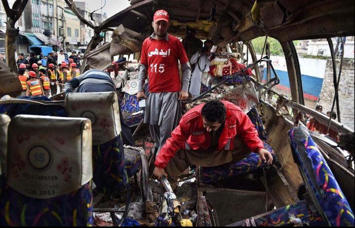 Accident cumplit: a explodat autocarul. 16 funcționari guvernamentali au fost uciși, 24 de răniți