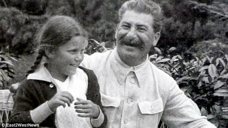 Cum arată acum nepoata lui Stalin. Te îngrozești! Bunicul ei s-ar răsuci în mormânt s-o vadă