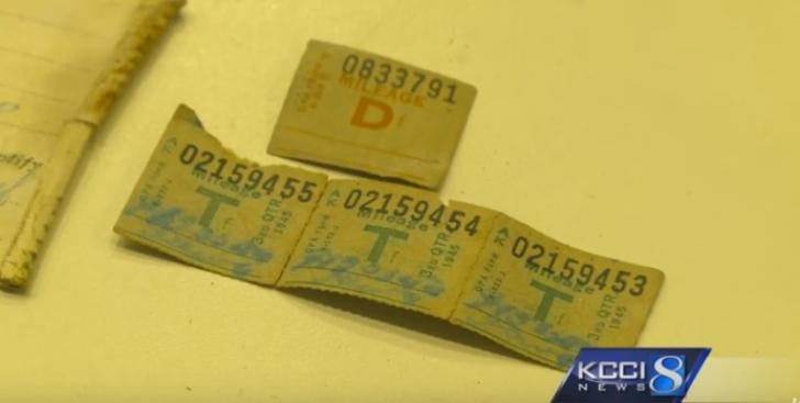 A găsit un portofel pierdut în urmă cu 70 ani într-un teatru vechi, interbelic. ŞOC ce era înăuntru
