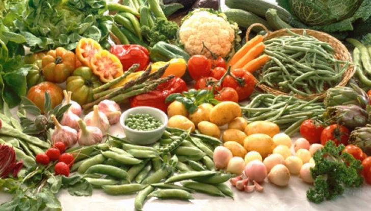 Dieta care previne apariția cancerului! Ce alimente nu trebuie să îți lipsească din bucătărie