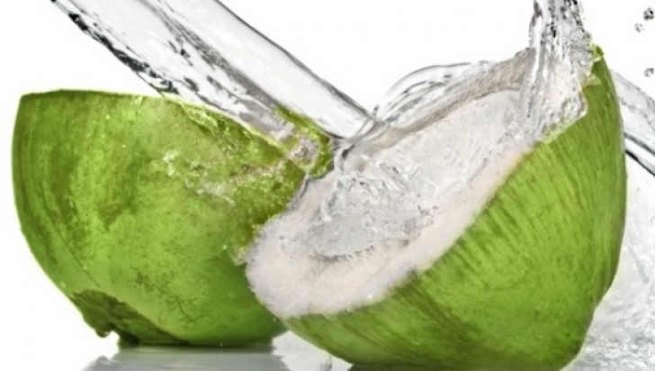 Ce se întâmplă în corpul tău dacă bei apă de cocos timp de 7 zile