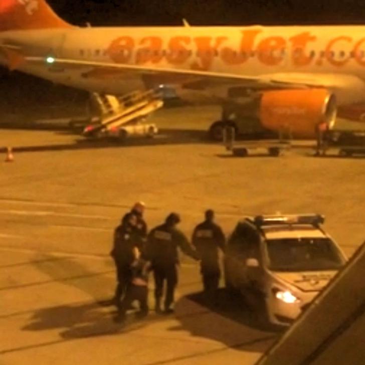 Aterizare de urgenţă în Franţa, din cauza unui bărbat. I-a îngrozit pe ceilalţi pasageri