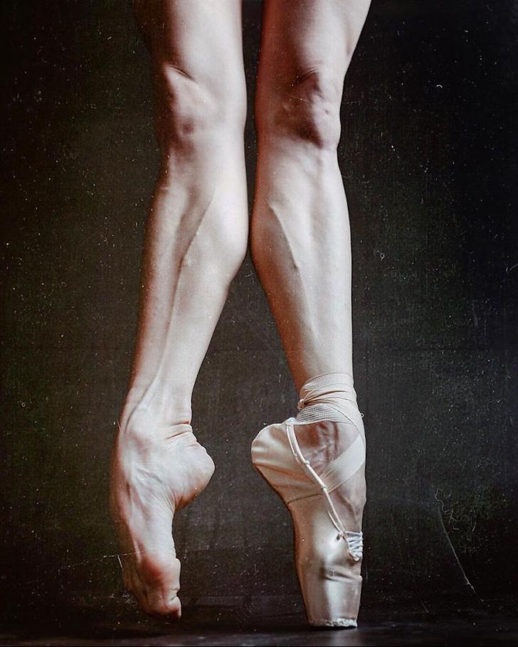 Mitul balerinelor, distrus. Fotografiile care arată realitatea din spatele cortinei