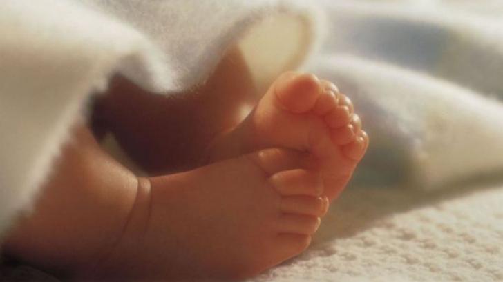 Doi bebeluşi din Argeş diagnosticați cu enterocolită, transferaţi la Bucureşti