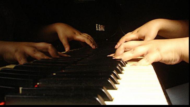 INCREDIBIL Cum să compui muzică din sprâncene
