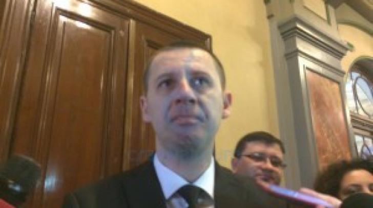 În lacrimi pe holurile Primăriei. Reacţia unui consilier local după reţinerea Olguţei Vasilescu