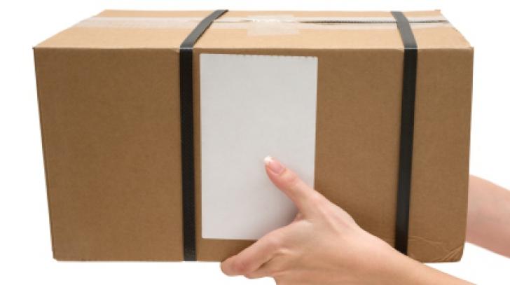 A primit o cutie uriașă, suspectă. Când a deschis-o, nu s-a mai putut opri din râs. Ce a găsit în ea
