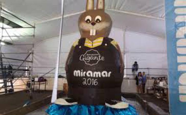 Cel mai mare iepuraş de ciocolată: 20.000 de persoane nu l-au terminat de mâncatl!