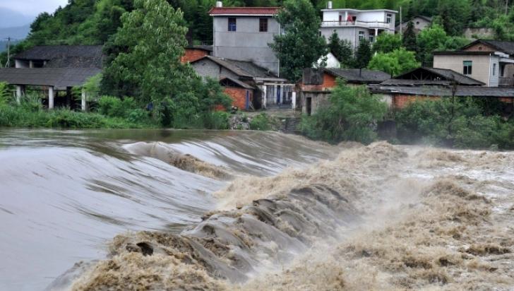 Cod portocaliu de inundații. Avertizarea e valabilă pentru mai multe județe din România