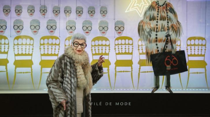 Săptămâna modei de la Paris. La 94 de ani a cucerit prin lecţia ei de stil