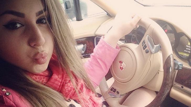 Așa se trăiește în Moldova! Fiica unei deputate își arată mașinile de lux și gențile de firmă