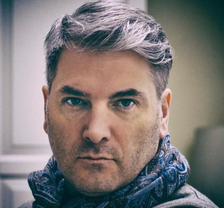Mircea Radu se ia de bărbaţii care îşi vopsesc părul