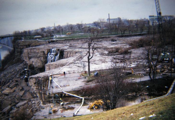 Oprirea cascadei Niagara în 1969 a fost o lecţie pentru igineri. Nimic nu scapă de moarte