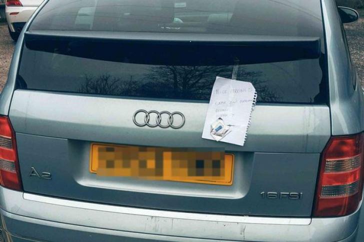 A parcat pe un loc nepermis. A doua zi, a găsit un bilet. L-a citit și a intrat în pământ de rușine