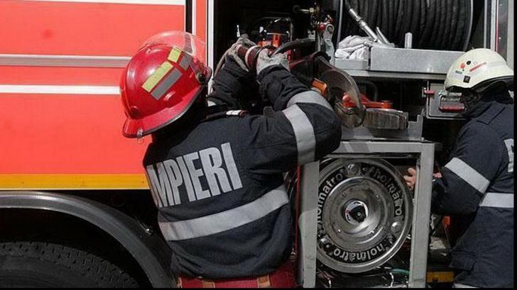 Incendiu în Constanţa. Acoperișul unei case a luat foc