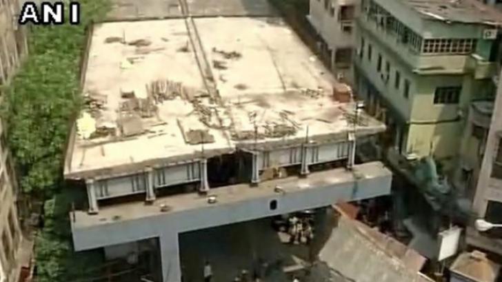 Pod prăbuşit, în India: cel puţin 10 morţi, peste 150 de răniţi