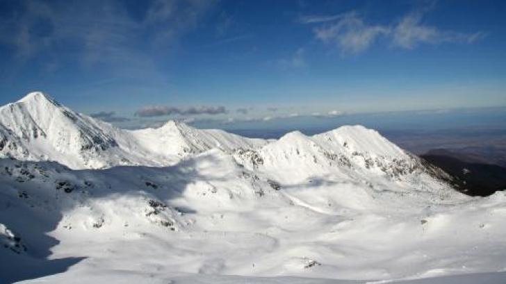 Atenţionare de la salvamontişti: risc de avalanșă în Retezat și Parâng