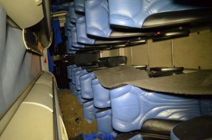 Un autocar plin cu turişti s-a răsturnat în Bacău. Şoferul a adormit la volan: 7 persoane, la spital