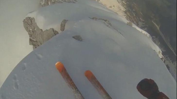 Îți dă fiori. Cum a schiat un sportiv pe vârful unui munte de peste 4.000 de metri