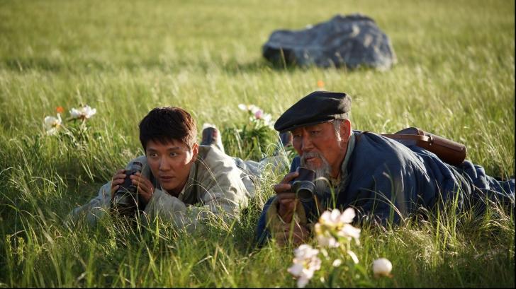 Regizorul filmelor ,,Șapte ani în Tibet'' și ,,Numele Trandafirului'' lansează ,,Ultimul lup''