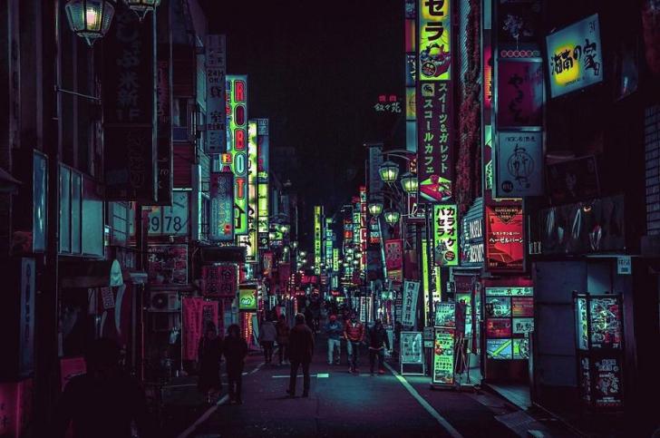 Partea nevăzută a capitalei Japoniei. Ce a surprins un turist noaptea. Imagini de vis