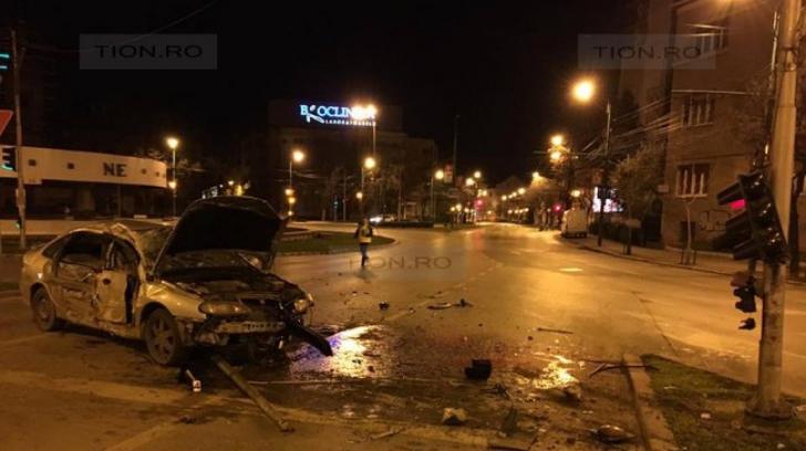 Accident grav, la Timişoara. Un tânăr aproape de coma alcoolică şi-a băgat în spital trei prieteni
